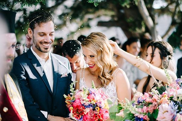 montern-summer-wedding-kythnos-vivid-colors_17