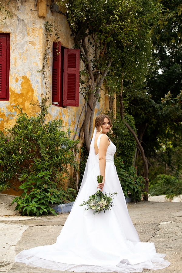 romantic-autumn-wedding-athens-white-hues_07