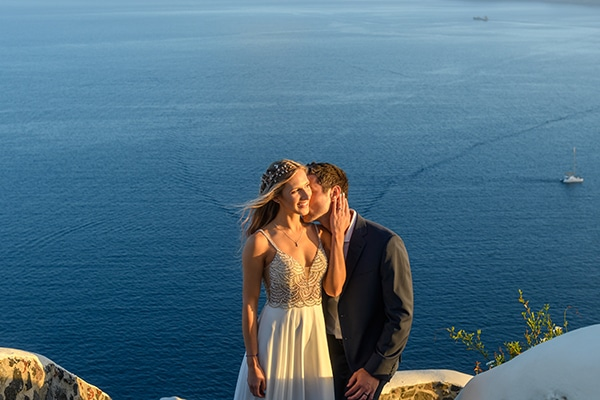 stunning-spring-wedding-santorini-magical-view_02