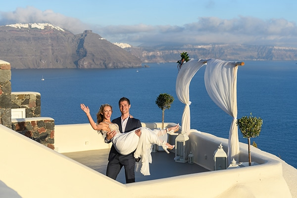 stunning-spring-wedding-santorini-magical-view_16