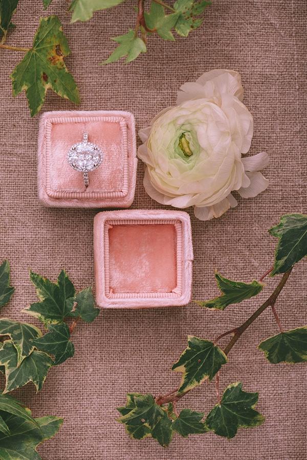 Βελούδινο κουτί για δαχτυλίδι