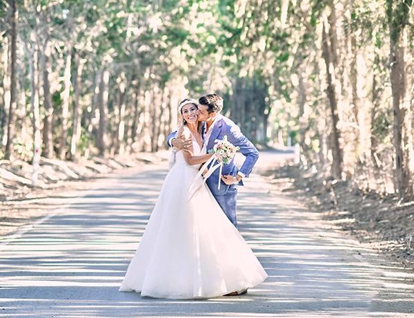 beautiful-outdoor-wedding-nicosia-romantic-decoration_02x