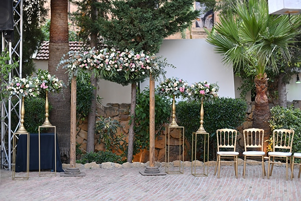 beautiful-outdoor-wedding-nicosia-romantic-decoration_07x