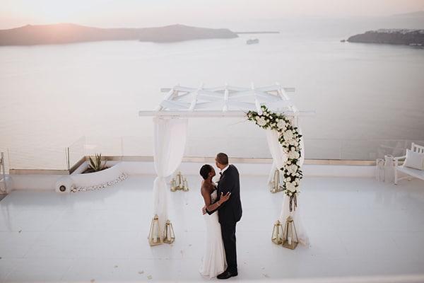Όμορφος γάμος με ονειρική θέα στη Σαντορίνη
