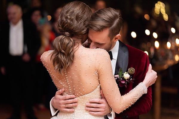 beautiful-winter-wedding-athens-burgundy-hues_16
