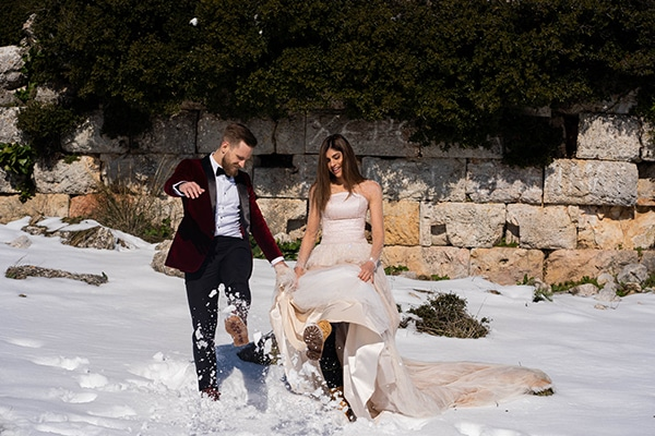 beautiful-winter-wedding-athens-burgundy-hues_17