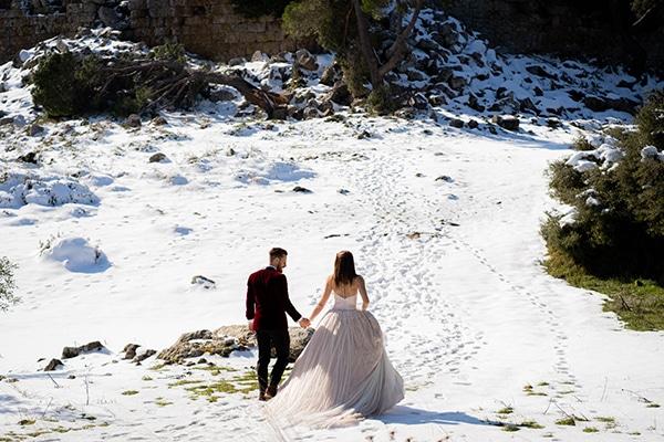 beautiful-winter-wedding-athens-burgundy-hues_18