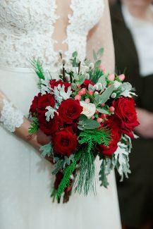Μοντέρνα νυφική ανθοδέσμη για χειμωνιάτικο γάμο
