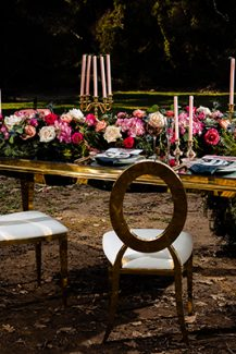 Luxurious στολισμος δεξιωσης με πλουσιες γιρλαντες λουλουδιων