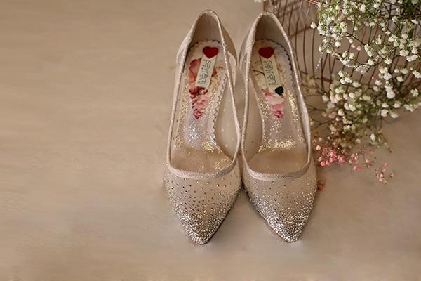 fairytale-bridal-shoes-savrani-creations-floral-patterns-crystals-lace-details_01