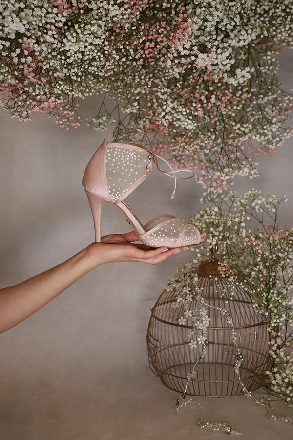 fairytale-bridal-shoes-savrani-creations-floral-patterns-crystals-lace-details_04