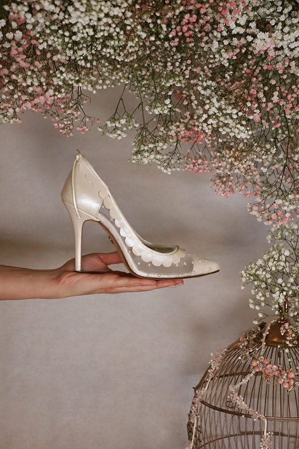fairytale-bridal-shoes-savrani-creations-floral-patterns-crystals-lace-details_09