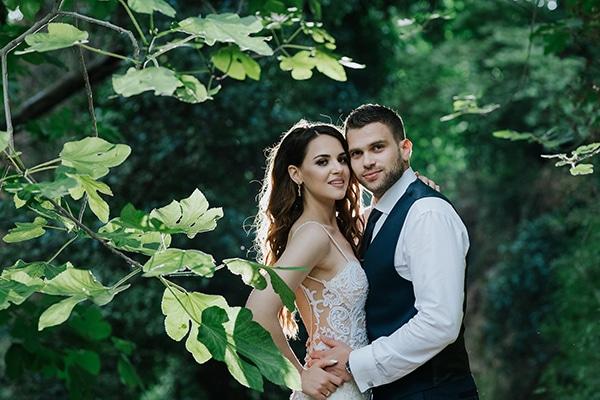 outdoor-summer-wedding-crete-white-gold-hues_02