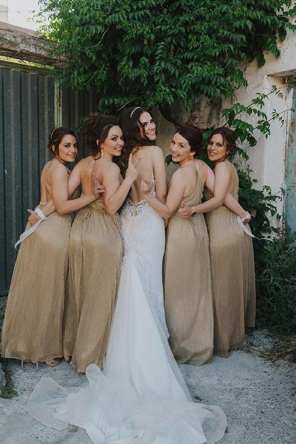 outdoor-summer-wedding-crete-white-gold-hues_08x