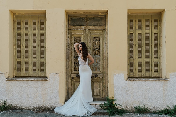 outdoor-summer-wedding-crete-white-gold-hues_09