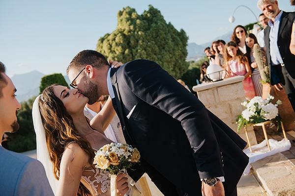 outdoor-summer-wedding-crete-white-gold-hues_15