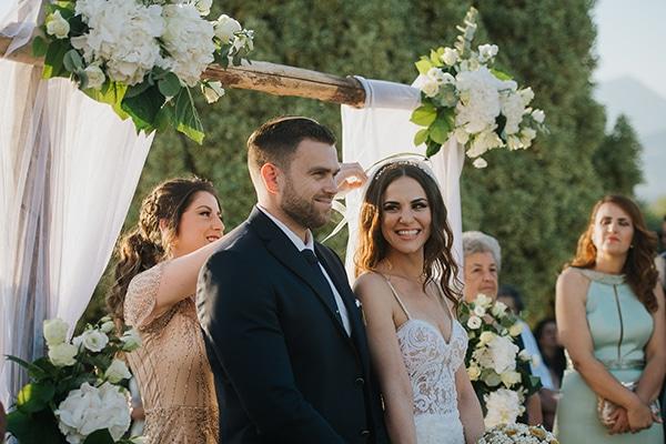 outdoor-summer-wedding-crete-white-gold-hues_16
