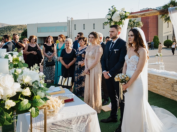 outdoor-summer-wedding-crete-white-gold-hues_20