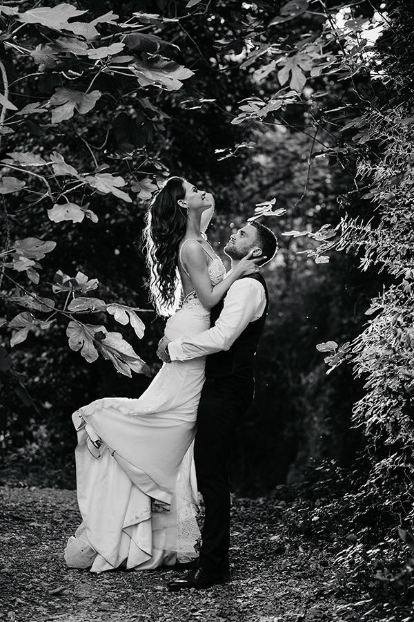 outdoor-summer-wedding-crete-white-gold-hues_23