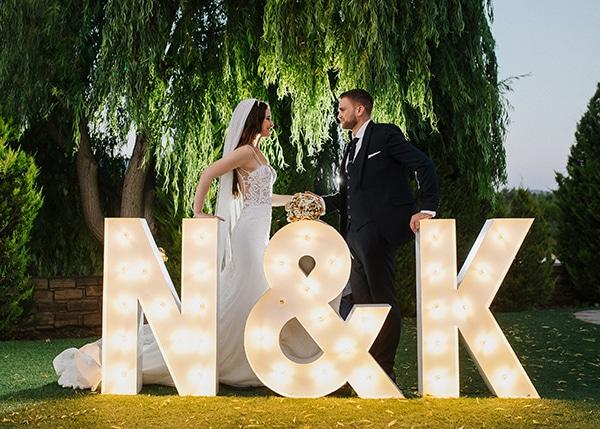 outdoor-summer-wedding-crete-white-gold-hues_24