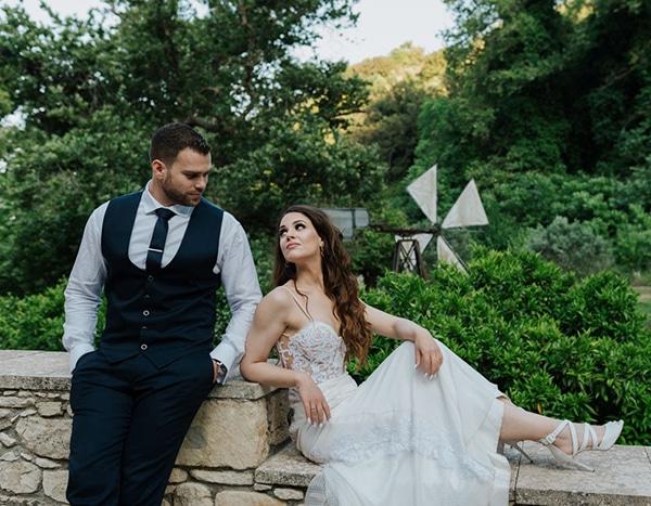 outdoor-summer-wedding-crete-white-gold-hues_25