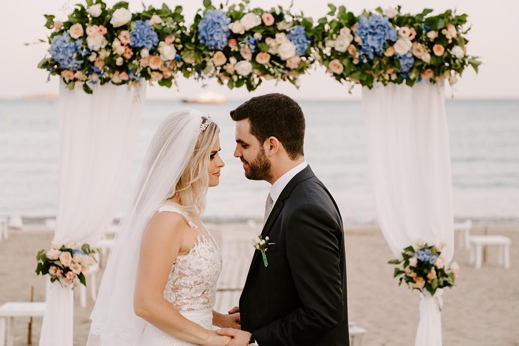 Ρομαντικός πολιτικός γάμος στην παραλία σε γαλάζιες και peach αποχρώσεις │ Τζένη & Λάμπρος