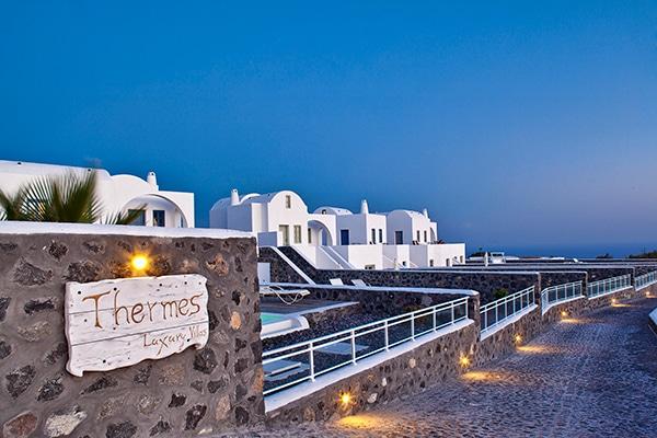 unforgettable-honeymoon-magical-luxury-villas-spa-santorini-island_03x