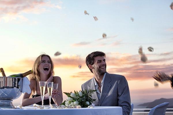 unforgettable-honeymoon-magical-luxury-villas-spa-santorini-island_07x