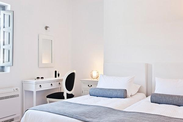 unforgettable-honeymoon-magical-luxury-villas-spa-santorini-island_10