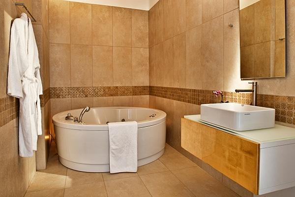 unforgettable-honeymoon-magical-luxury-villas-spa-santorini-island_13