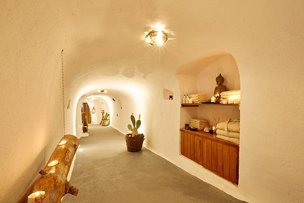 unforgettable-honeymoon-magical-luxury-villas-spa-santorini-island_14