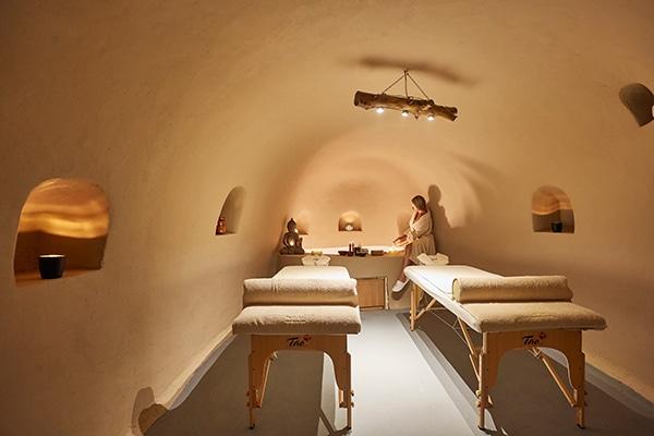 unforgettable-honeymoon-magical-luxury-villas-spa-santorini-island_15