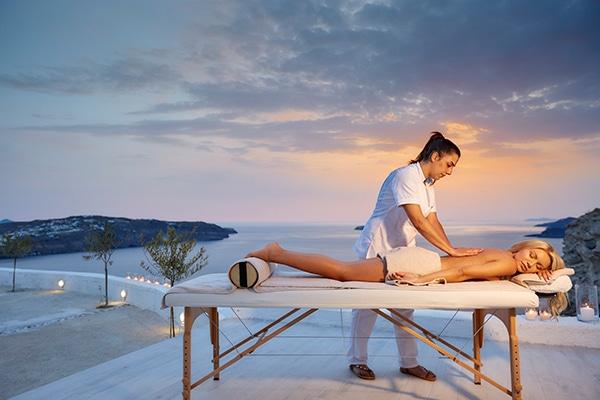 unforgettable-honeymoon-magical-luxury-villas-spa-santorini-island_19