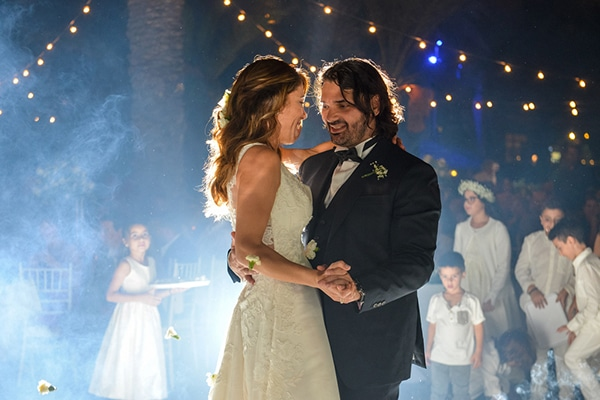 Yπέροχος καλοκαιρινός γάμος στην Λάρνακα με string lights και λευκές αποχρώσεις │ Έλσα & Μιχάλης