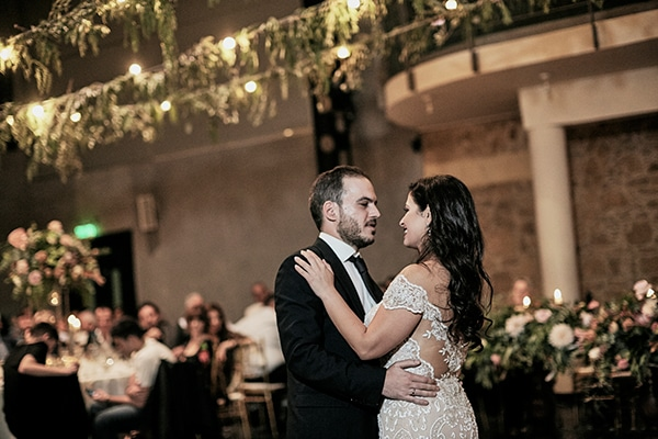 fall-wedding-nicosia-lush-florals_25
