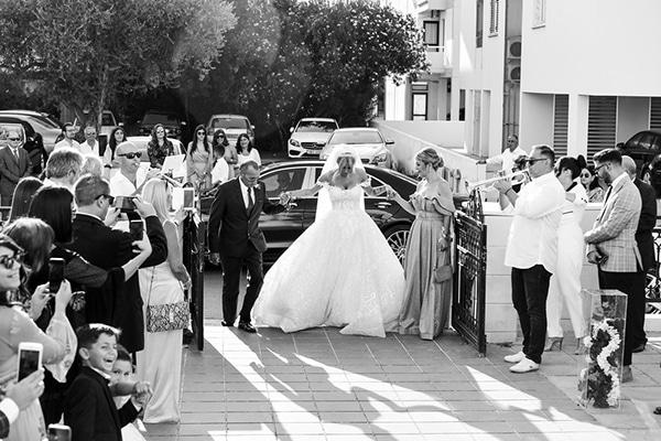 gatsby-summer-wedding-nicosia-fairylights-crystal-details_16z