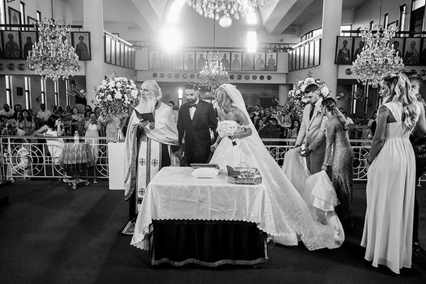 gatsby-summer-wedding-nicosia-fairylights-crystal-details_24