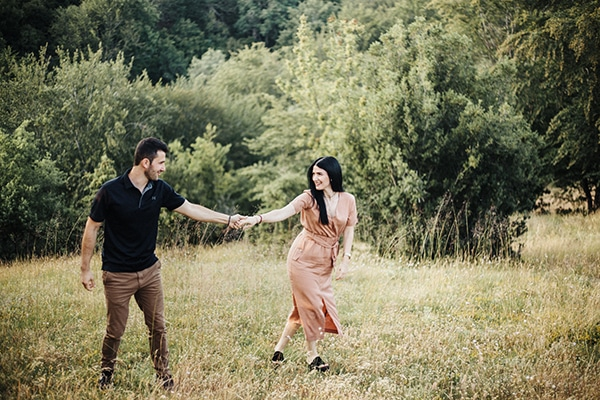 romantic-engagement-shoot-in-nature-_01