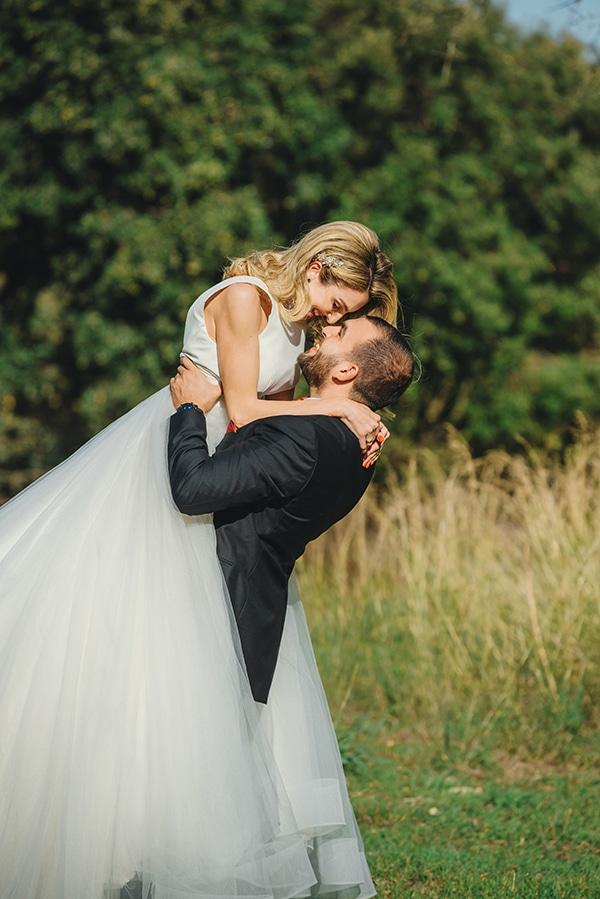 romantic-fall-wedding-rhodes-white-hues-elegant-gold-details--_02