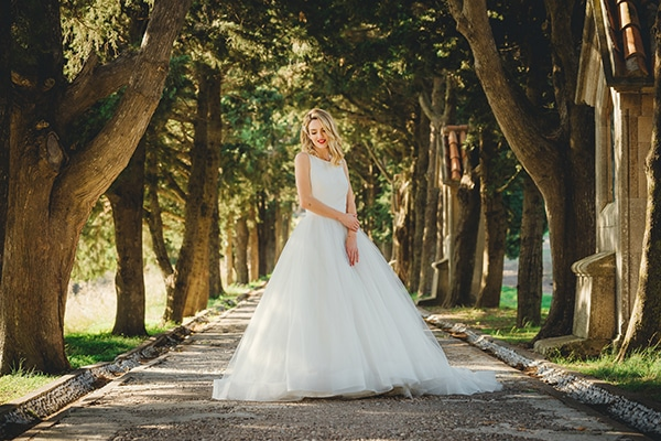 romantic-fall-wedding-rhodes-white-hues-elegant-gold-details--_03