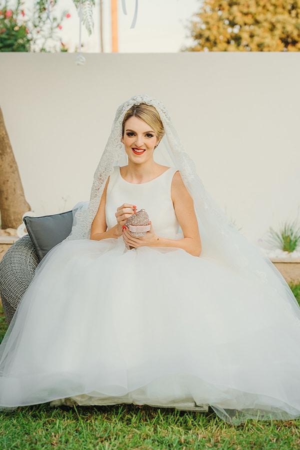 romantic-fall-wedding-rhodes-white-hues-elegant-gold-details--_13