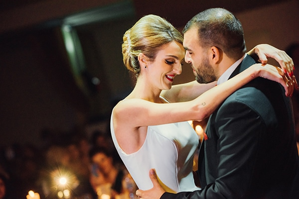 romantic-fall-wedding-rhodes-white-hues-elegant-gold-details--_31