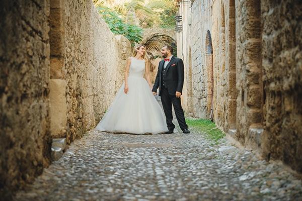 romantic-fall-wedding-rhodes-white-hues-elegant-gold-details--_32x