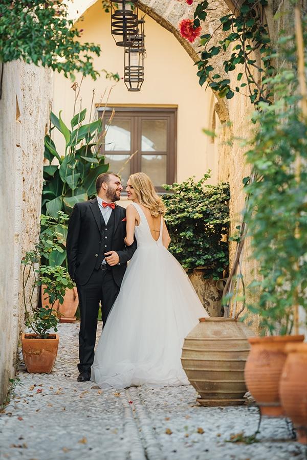 romantic-fall-wedding-rhodes-white-hues-elegant-gold-details--_33