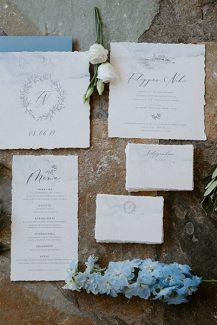 Ρομαντικά προσκλητήρια γάμου σε γαλάζιες αποχρώσεις