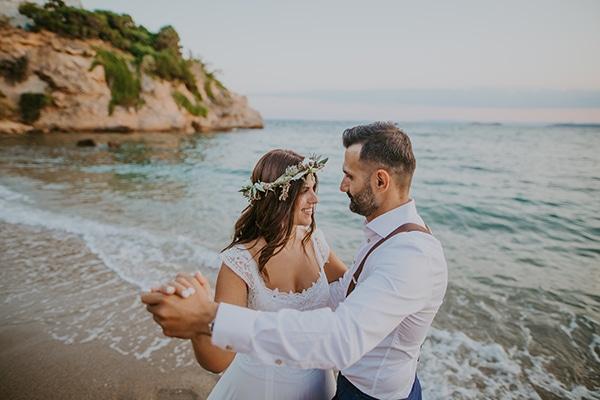 Ρομαντικός καλοκαιρινός γάμος στη Γαλάζια Ακτή με μποέμ λεπτομέρειες | Μαίρη & Σπύρος