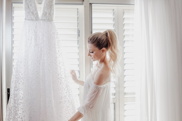 romantic-summer-wedding-larnaca-hydrangeas-dusty-pink-details-_05x