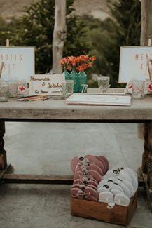 Πρωτότυπο τραπέζι ευχών για ρουστίκ γάμο
