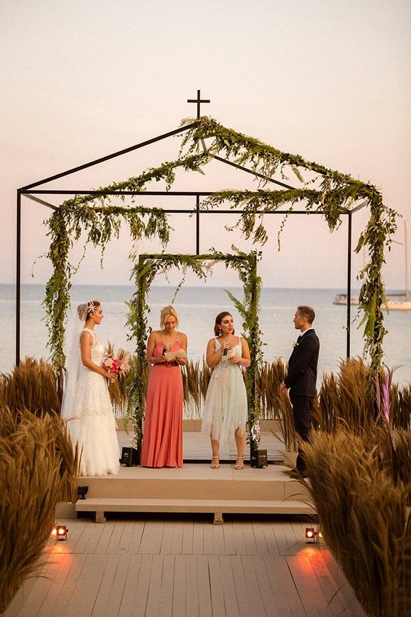 Πρωτοτυπη ιδεα για backdrop για το wedding ceremony