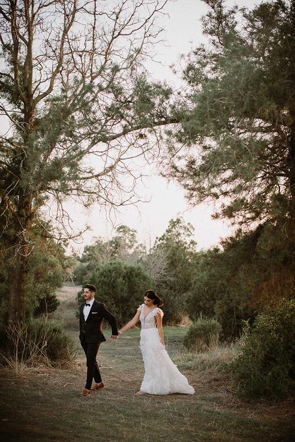 autumn-wedding-nicosia-pastel-white-flowers_01